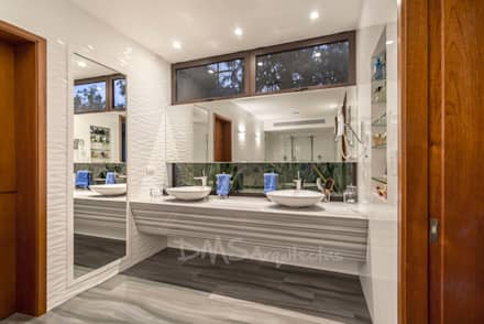 BAÑO PRINCIPAL: Baños de estilo moderno por DMS Arquitectas