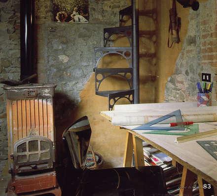 Casa in borgo antico: Studio in stile in stile Rustico di Studio Ad.G.G.