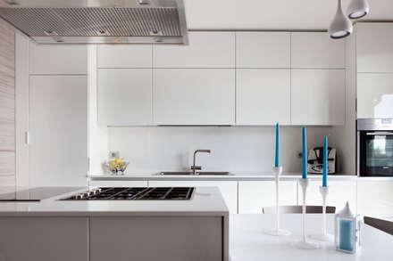 K4: Cucina in stile in stile Minimalista di Andrea Picinelli