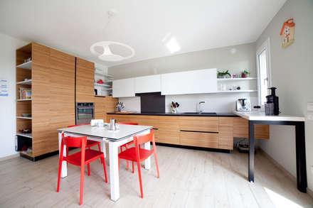 K6: Cucina in stile in stile Mediterraneo di Andrea Picinelli