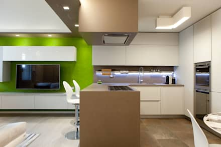 K7: Cucina in stile in stile Moderno di Andrea Picinelli