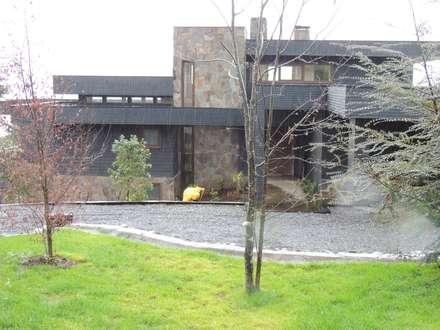 casa Bambach - Vial: Casas de estilo moderno por David y Letelier Estudio de Arquitectura Ltda.