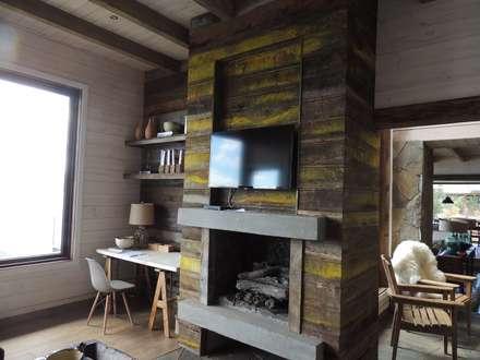 casa Bambach - Vial: Estudios y biblioteca de estilo  por David y Letelier Estudio de Arquitectura Ltda.