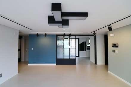 modern Living room by 예가컴퍼니