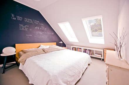 140 qm Galeriewohnung: industriale Schlafzimmer von freudenspiel - Interior Design