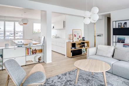 Rénovation d'architecte dans un appartement à Levallois: Salon de style de style Scandinave par Mon Concept Habitation