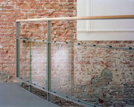 جدران و أرضيات تنفيذ Hugo Caron Architecten bna
