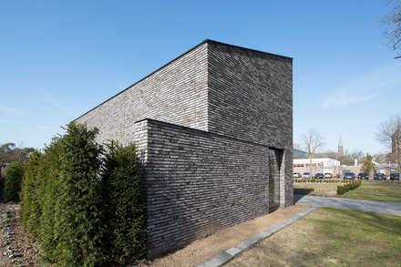 Energiepositieve woning: minimalistische Slaapkamer door Joris Verhoeven Architectuur