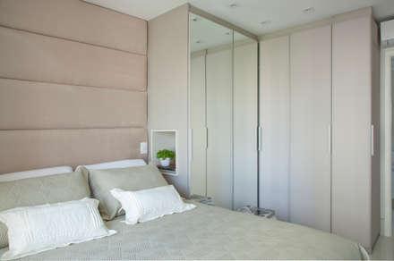 Dormitório Casal: Quartos  por Larissa Nahum Arquitetura.Interiores