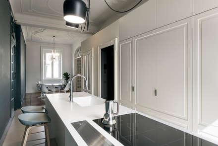 CLASSIC MATTERS: Cucina in stile in stile Classico di Tommaso Giunchi Architect