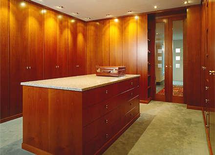 Verschiedene Kundenprojekte: klassische Ankleidezimmer von Hunke & Bullmann