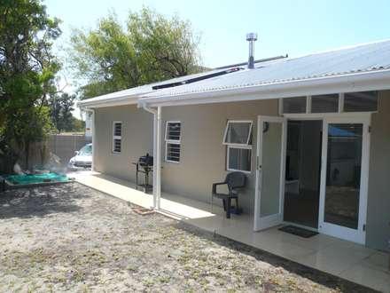 moderne Häuser von Readykit Cape (Pty) Ltd