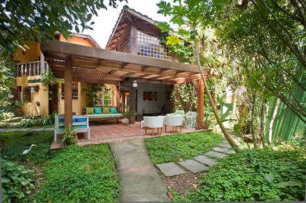 Casa Camburi: Casas tropicais por SET Arquitetura e Construções