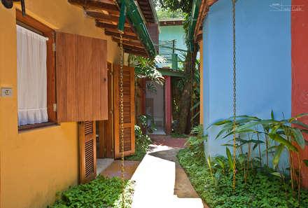 Pasillos y hall de entrada de estilo  por SET Arquitetura e Construções