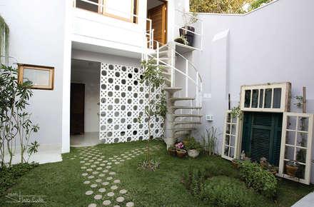 classic Garage/shed by SET Arquitetura e Construções