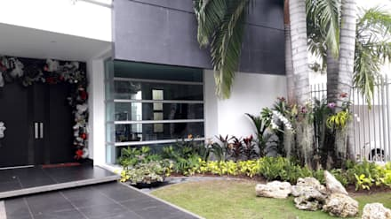 Jardines Casa residencial / Barranquilla: Jardines de estilo tropical por ecoexteriores