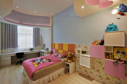品味混搭設計宅:  嬰兒/兒童房 by 舍子美學設計有限公司