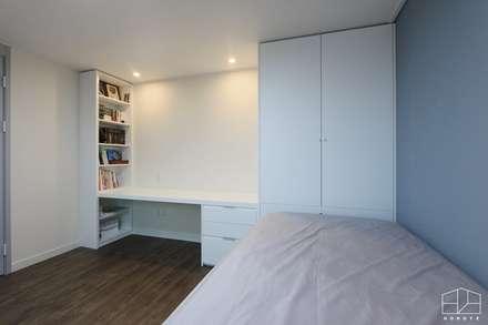 modern Nursery/kid's room by 홍예디자인