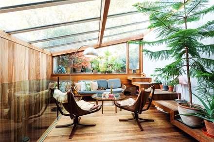 Fashion Street, E1: modern Living room by APT Renovation Ltd