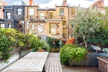 Fashion Street, E1: modern Garden by APT Renovation Ltd