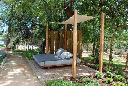 Ozadi Tavira Hotel: Jardins modernos por Verde Esquisso Lda.
