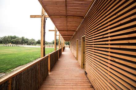 Salones de eventos de estilo  por SINTESIS arquitecto & asociados