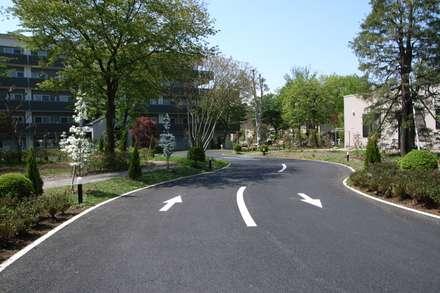 فناء أمامي تنفيذ 株式会社小木野貴光アトリエ 級建築士事務所