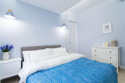 Dormitorios de estilo  por 宅即變空間微整形