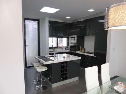 Cozinha: Cozinhas modernas por Peritraço Arquitectura