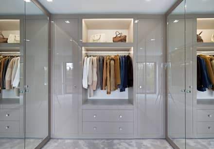 Mulberry: Modern Dressing Room By The Wood Works