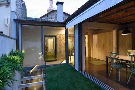 Rehabilitación integral de vivienda unifamiliar: Jardines de estilo mediterráneo de HD Arquitectura d'interiors