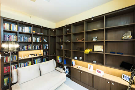 : modern Study/office by Nandita Manwani