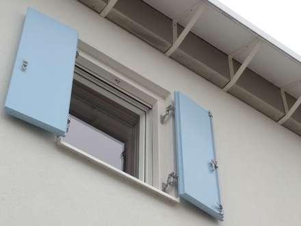 LDA_PL1: silicato di calcio certificato! YTONG: Finestre in stile  di Laboratorio di Architettura di Lamon Arch. Luciano
