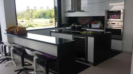 """Casa Campestre Condominio """"El Peñon"""" Girardot / Tel: 3125831655: Cocinas de estilo minimalista por Construcciones Cubicar S.A.S"""