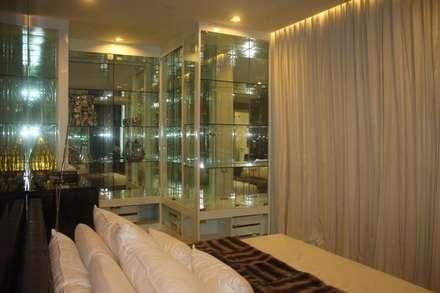 The Room 21 (STYLE LUXURY):  ห้องนอน by Future Interior Design Co.,Ltd.