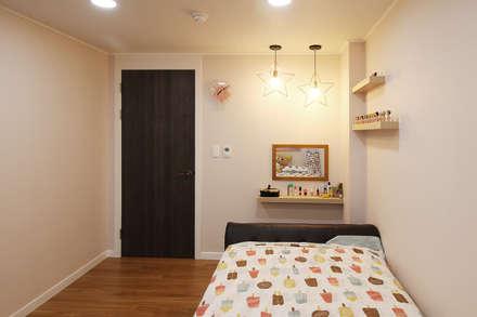 classic Nursery/kid's room by 까사델오키드