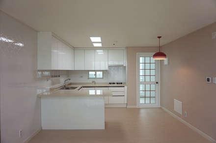modern Kitchen by 빅터인디자인그룹