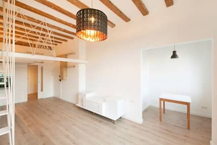 REFORMA DE PISO A LA CALLE NOU RAMBLA, BARCELONA: Estudios y despachos de estilo moderno de Irabé Projectes