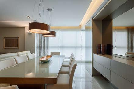 ห้องทานข้าว by Renata Basques Arquitetura e Design de Interiores