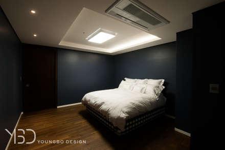블루톤의 침실: 영보디자인  YOUNGBO DESIGN의  침실