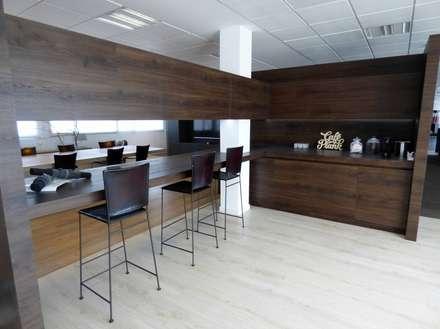 Showroom Floover Headquarters: Restaurantes de estilo  por Floover Latam
