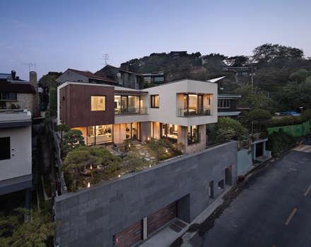 북동측 전경: (주)건축사사무소 모도건축의  주택