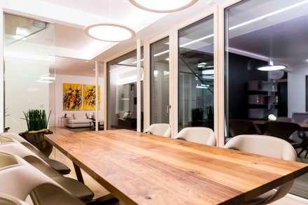Essbereich: Moderne Esszimmer Von ARKITURA GmbH