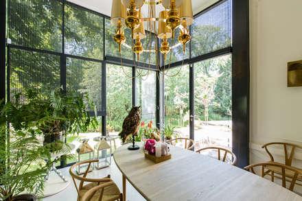Villa Honingen II: moderne Eetkamer door Marks - van Ham architectuur