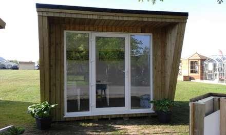 Garden Studio: classic Study/office by Pristine Garden Rooms