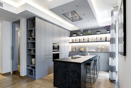 20160301 – CUCINA CON PENISOLA CON DOTAZIONI A SCOMPARSA: Cucina in stile in stile Moderno di TM Italia