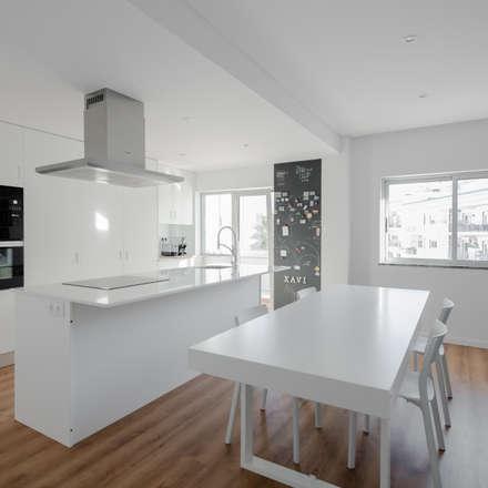 Xavi House: Cozinhas minimalistas por Contexto ®