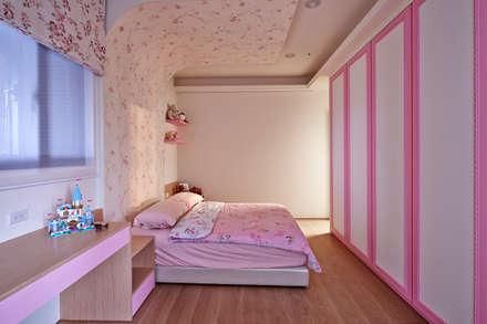 內斂奢華 經典住宅:  嬰兒/兒童房 by 舍子美學設計有限公司