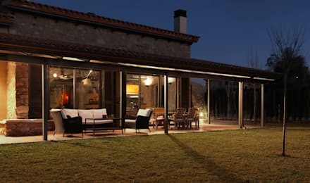 VIVIENDA UNIFAMILIAR AISLADA EN SIURANA, ALT EMPORDÀ: Casas de estilo rústico de Irabé Projectes
