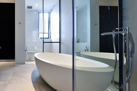 OF邸: Sen's Photographyたてもの写真工房すえひろが手掛けた浴室です。